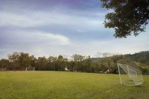 Campo de Futebol amplo ao ar livre